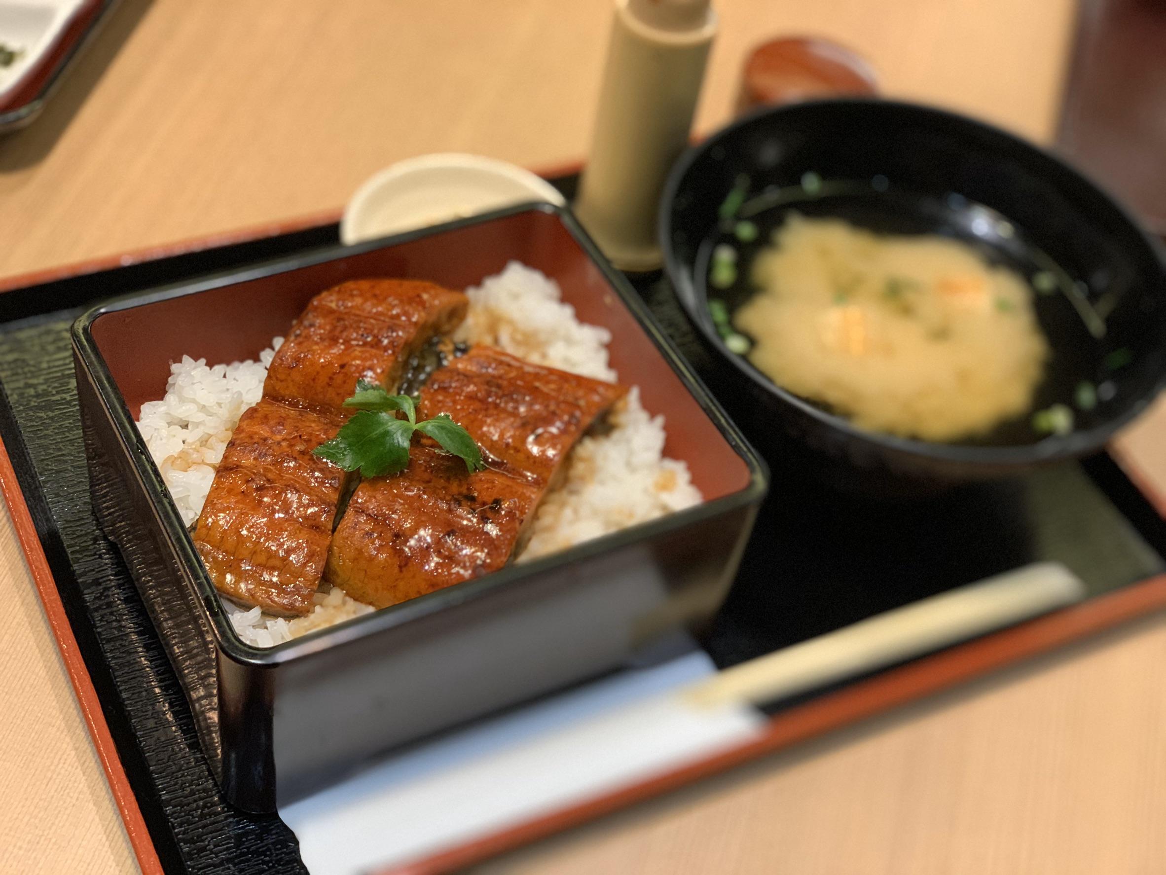 うな重(お椀・香の物付き) 1,380円(税抜)