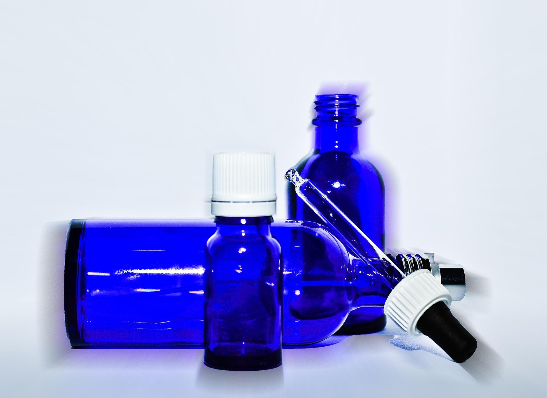 (参考画像)アルコールに適した携帯可能のスプレー瓶にアルコールを入れ、全従業員が常備し外出先でも除菌に努めます。