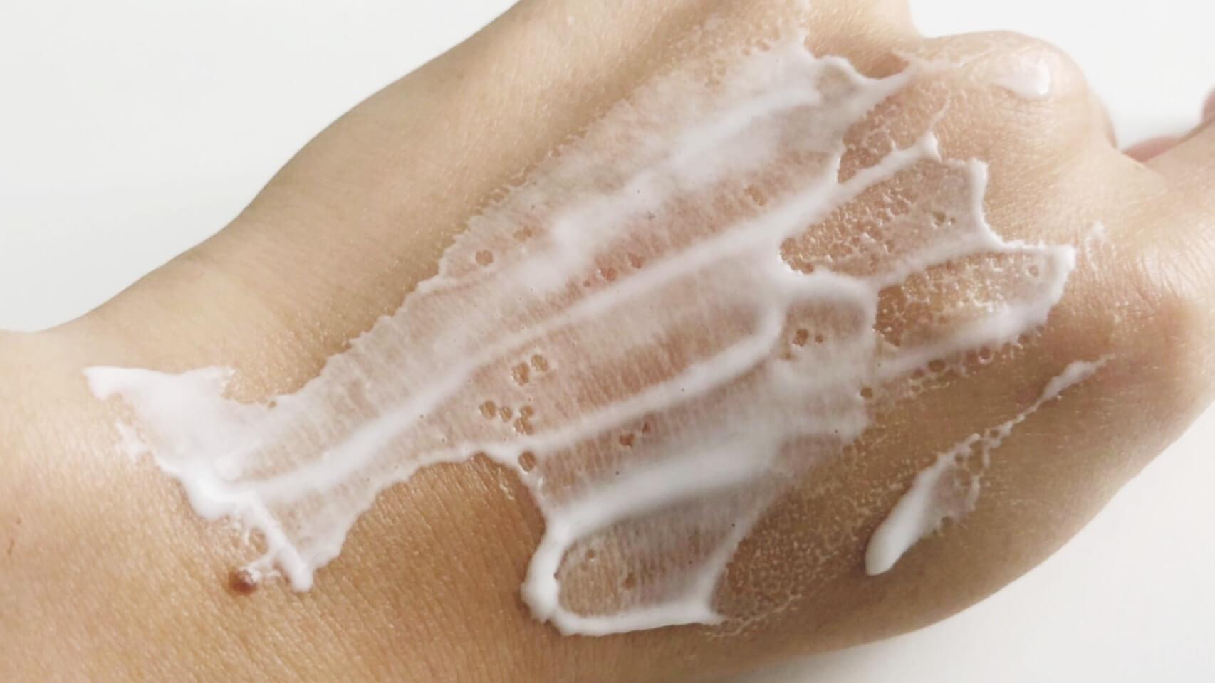 三相乳化法を使用して乳化したワセリンクリーム は、従来のワセリンのイメージを覆すほどサラサラなクリームタイプ。