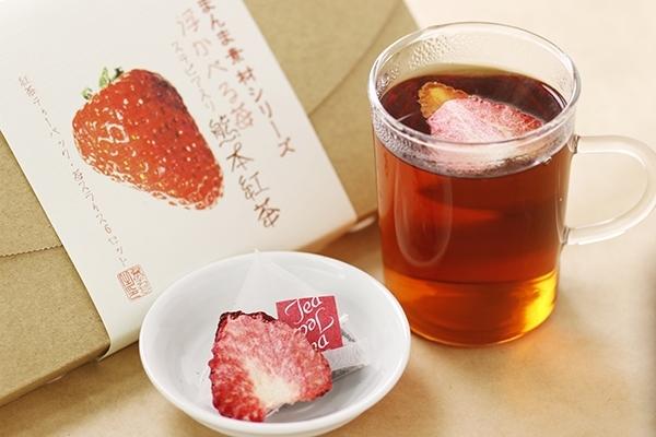 浮かべる苺 熊本紅茶