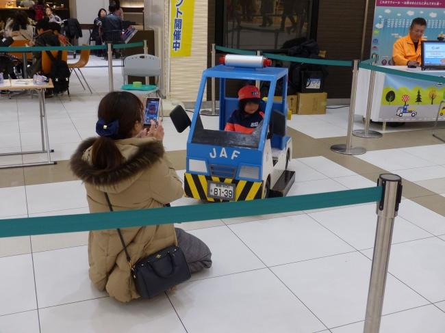【キッズレッカーに乗って記念撮影】