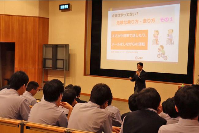 高校生向けの交通安全講習会の様子(写真は2019年開催分)