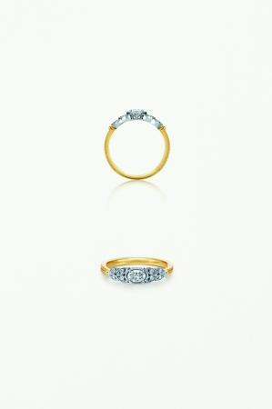 みずみずしい生命力に溢れたリーフに包まれるオーバルのダイヤモンドが輝くリング。繊細なミルやコンビの素材感がアンティークのような温かみを感じさせる。K18WG×K18YG×ダイヤモンド 320,000円
