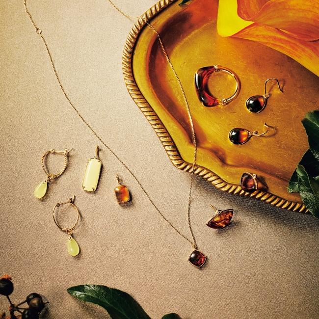 ring 33,000yen pierced earrings 32,000yen~ necklace 25,000yen charm 20,000yen~ pierced earrings 33,000yen charm 16,000yen