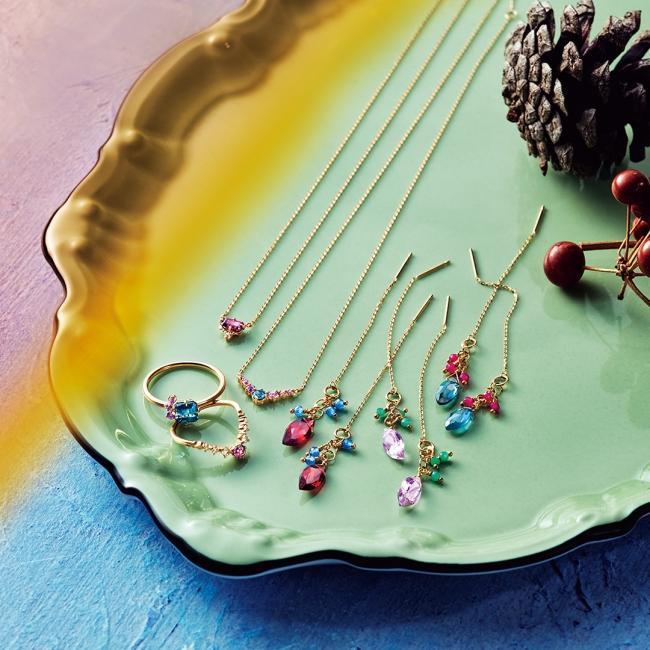 【from left】ring 21,000yen pinky ring 18,000yen necklace 18,000yen 20,000yen pierced earrings 13,000yen each