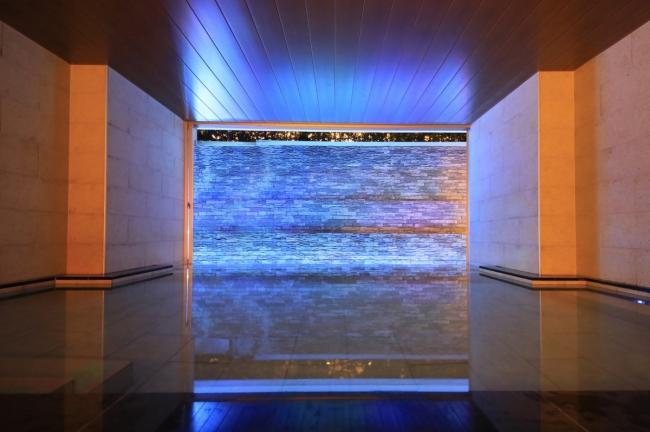 幻想的な演出を愉しむ大浴場