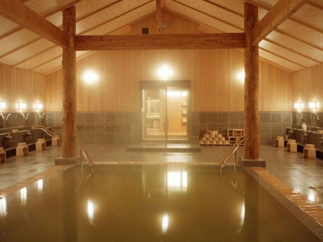 檜が香る大浴場