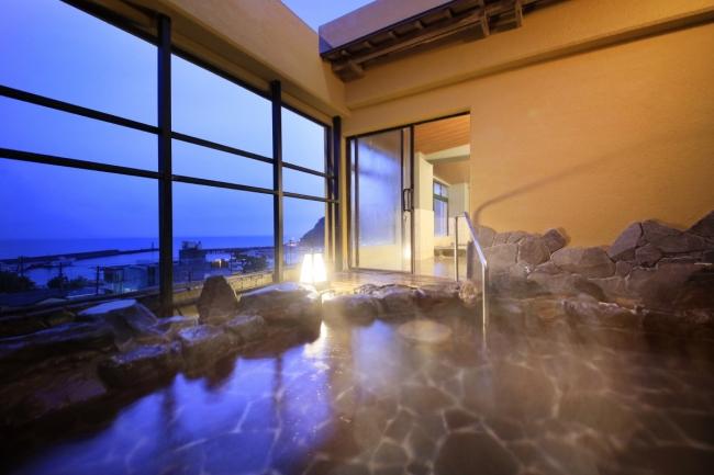 相模湾を見下ろす露天風呂