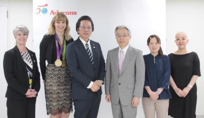 左から、ハリス顧問、ロウセル氏、津村社長、坪井主任教授、武田氏、吉村氏