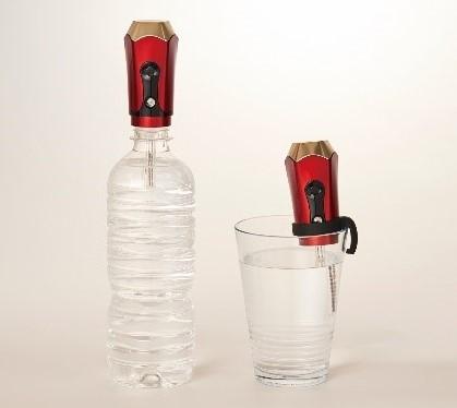 ペットボトルやグラスに差し込んで使用ができます