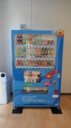 アデランスオリジナルデザイン「へアドネーション支援自動販売機」(挾間キャンパス)