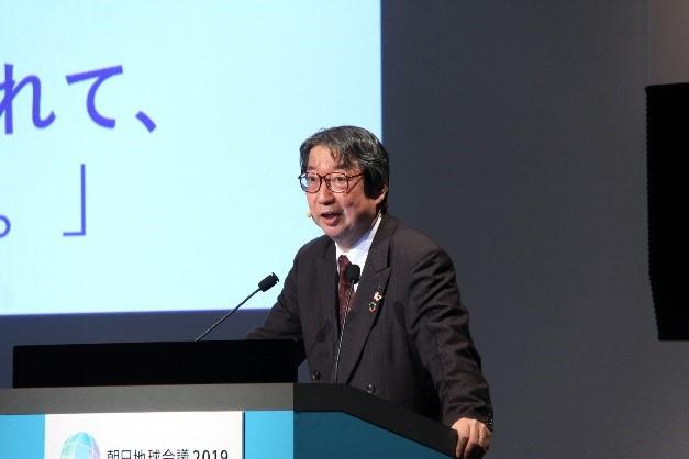 昨年開催された「朝日地球会議2019」での、箕輪睦夫による講演の様子