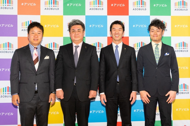 (向かって左より当社代表取締役CEO 香田哲朗、神奈川県議会議員 加藤元弥様、株式会社崎陽軒専務取締役 野並晃様、当社代表取締役CPO 小林肇)