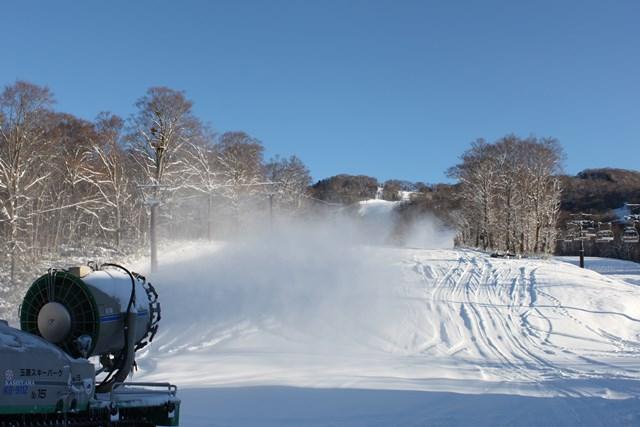 11月25日朝の人工降雪作業1.