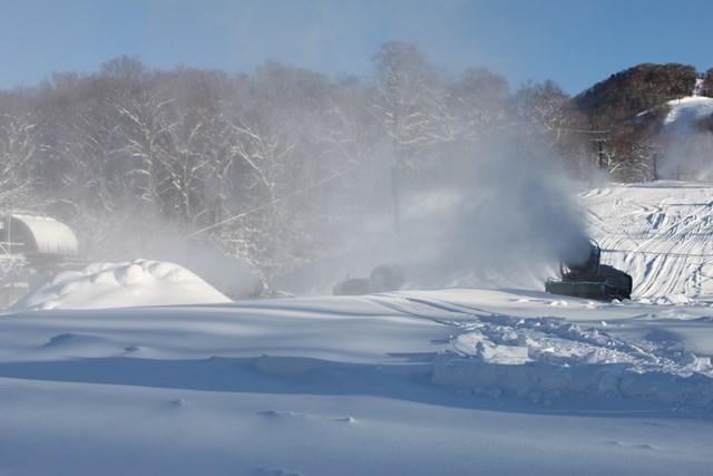11月25日朝の人工降雪作業2.