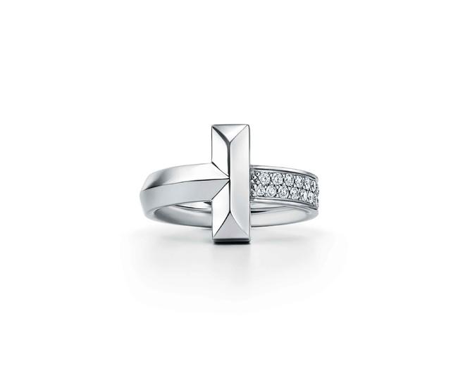 ティファニー T ワン ワイド リング 上からローズゴールド・ダイヤモンド、イエローゴールド・ダイヤモンド、ホワイトゴールド・ダイヤモンド 各455,000円(税別)