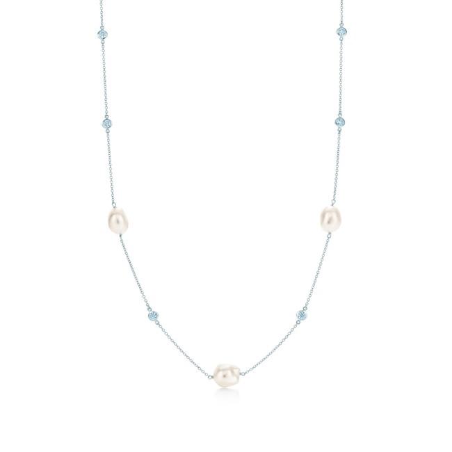 エルサ・ペレッティ(TM) パール バイ ザ ヤード(TM) ネックレス ¥781,000-税込 銀座本店で展開