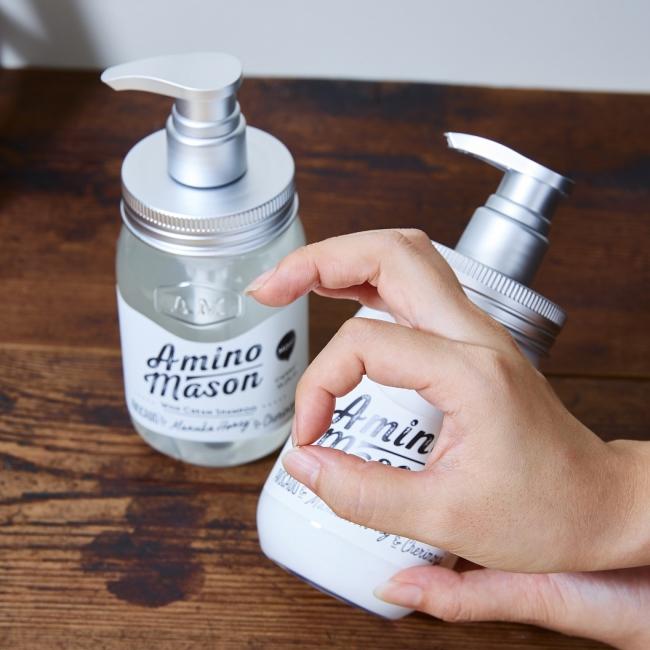 ※アミノメイソンポーズ例:アミノメイソンの「a」を指で作り、  「#アミノメイソンポーズ」のハッシュタグを付けて投稿