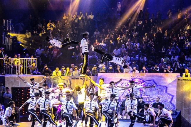 人気リアリティショー「America's Got Talent」に参加した インドのダンスグループ「V. Unbeatable」