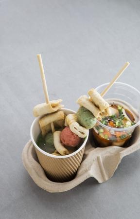 Kelly's Cape Bopのスープ(右)と魚の串焼き(左)