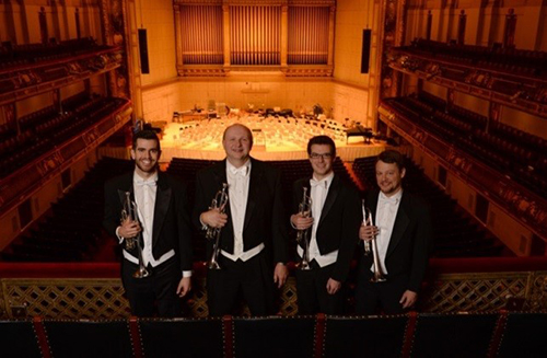 左から:マイケル・マーティン、  トーマス・ロルフス(首席)、  トーマス・サイダース (副首席) 、  ベンジャミン・ライト