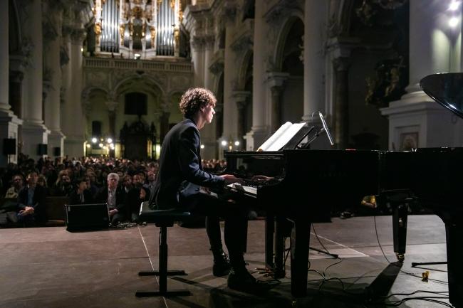現代の気鋭のピアニスト フランチェスコ・トリスターノと共演。写真:(c) yog.photo