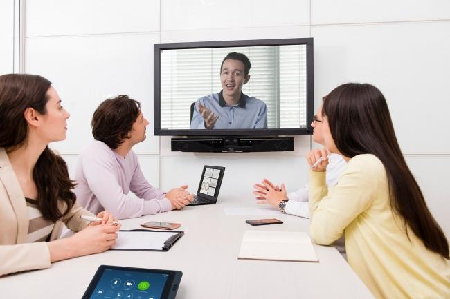 CS-700AVを活用したZoom Roomsによるミーティング