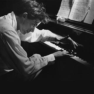 (c)Jock Carroll, courtesy of the Estate of Jock Carroll and The Glenn Gould Foundation