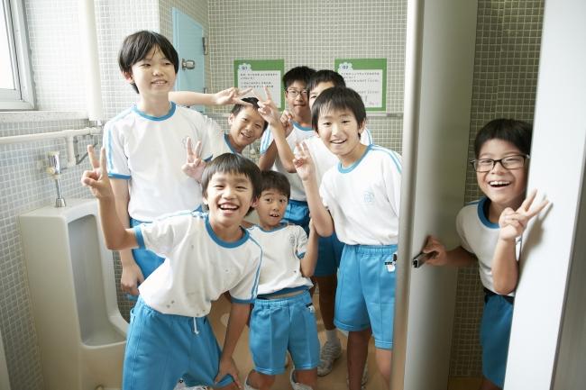 カゴメ(株)とNPO法人日本トイレ研究所子どもの便秘0(ゼロ)を目指す 『ラブレッタプロジェクト』 !南砺市立井口小学校(富山県)のトイレ空間の改善とおなかを元気にする授業を実施