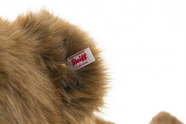 限定品の証である、赤×白の耳タグ
