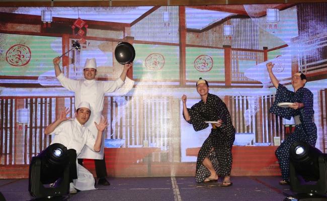 7カ国からの参加者が「夢への冒険」と題したステージショーを披露