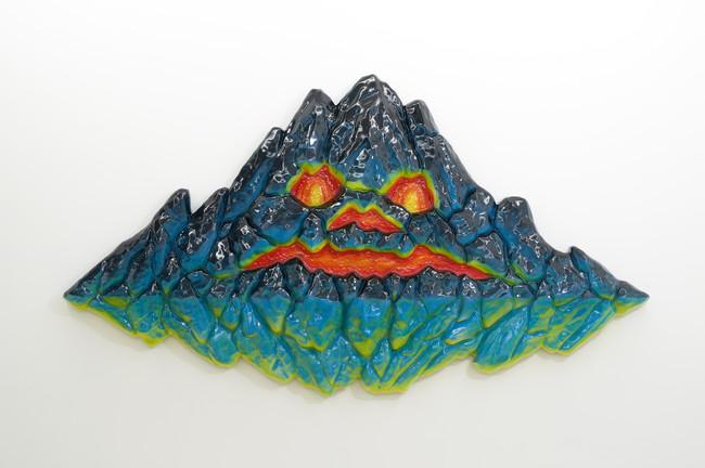 コムロタカヒロ《Flying mountain 1》(2020)/ファイバーグラス、1317×2400×1638mm