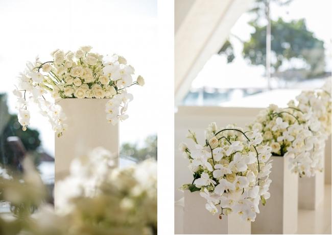 <ピューフラワー・アルタフラワー>(胡蝶蘭と白い花々を使用)