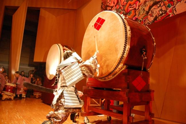 「信玄欅大太鼓」の迫力ある演奏