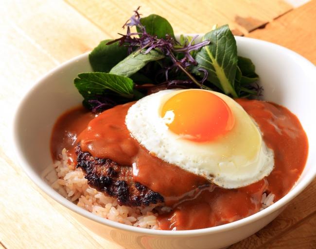 プレミアム・ロコモコ/ワイキキ本店でも人気!ビーフ100%パティ&じっくり煮込んだ特製グレイビーソース。