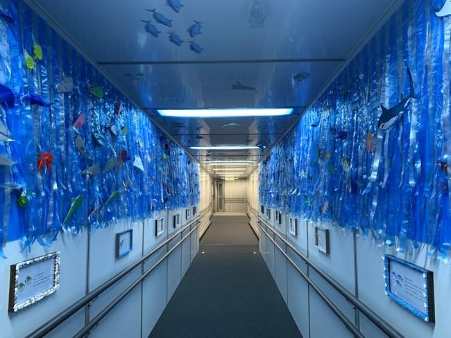 社員手作り 海中トンネルの様子2.