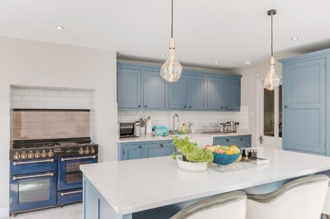 ロンドン:シェフズキッチンを備えた明るく風通しの良いフラット