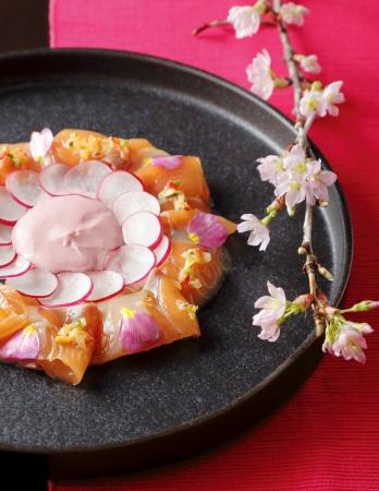 サーモンのカルパッチョ バラに見立てて  桜のヨーグルト