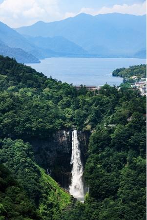 華厳の滝、中禅寺湖、男体山など日光連山に囲まれた ザ・リッツ・カールトン日光