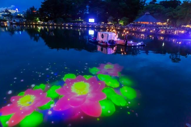 2019年6月、千葉公園で開催されたYohaSでは、池に大きな大賀ハスのプロジェクションマッピングが映し出された