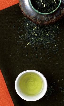 かつては壷切茶の名の通り、新茶を茶壷につめ熟成させていました。