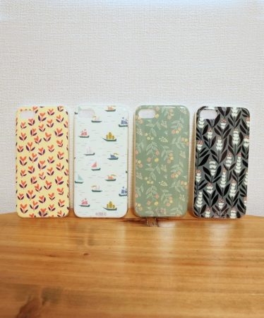 ○スマホケース(iPhone8対応)(各¥500)