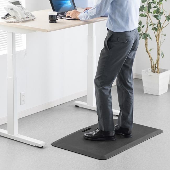 立ち仕事での体の疲労を軽減できる!持ち運びやすい取っ手付きの疲労軽減マットを9月28日発売|サンワサプライ株式会社のプレスリリース