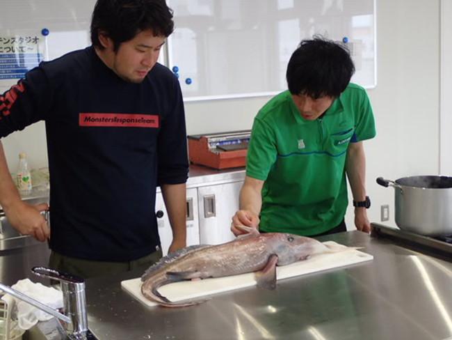 平坂寛さんと魚類担当