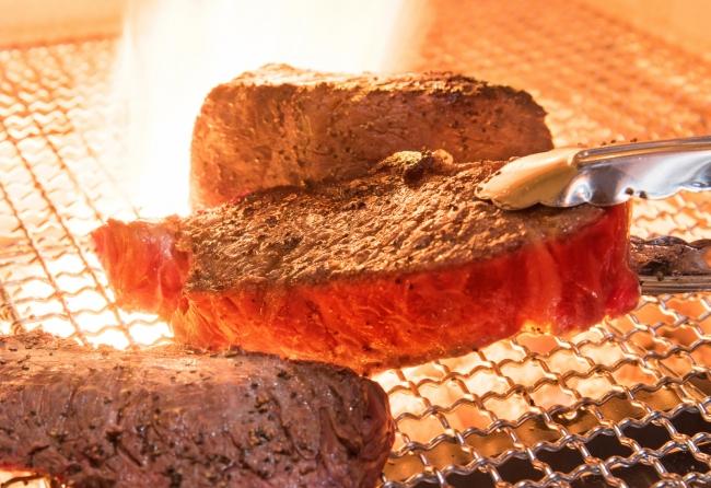 肉の旨味を引き出すための絶妙な焼き加減が、  旨さの秘訣