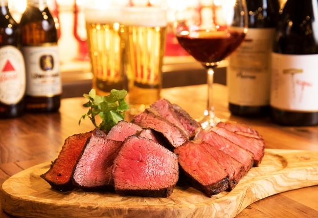 炭火で焼いた赤身肉は肉の旨味がストレートに味わえる
