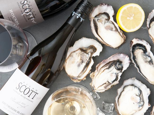 他にはあまりない牡蠣をおいしくする「直輸入ワイン」も目白押し!