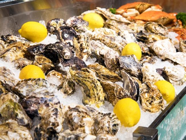 各地の生産者が丹精込めて育てた自慢の牡蠣が続々と入荷