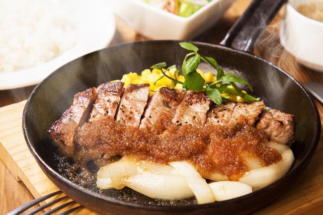 肉厚ジューシー!肉の頂点を極めるサーロインステーキもこの期間500円
