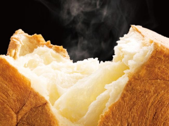 厳選された贅沢な素材で熟練のパン職人が10時間~11時間かけてつくるデニッシュ食パン